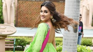 Kriti Sanon Age, Height, Photo (images), Height In Feet, Pic, Biography, Date Of Birth, Instagram, Education, Birthday, Family, Husband, On Twitter, Facebook, Net Worth, Wiki (1)