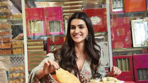 Kriti Sanon Age, Height, Photo (images), Height In Feet, Pic, Biography, Date Of Birth, Instagram, Education, Birthday, Family, Husband, On Twitter, Facebook, Net Worth, Wiki (18)