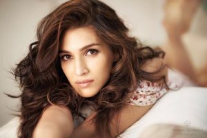 Kriti Sanon Age, Height, Photo (images), Height In Feet, Pic, Biography, Date Of Birth, Instagram, Education, Birthday, Family, Husband, On Twitter, Facebook, Net Worth, Wiki (24)