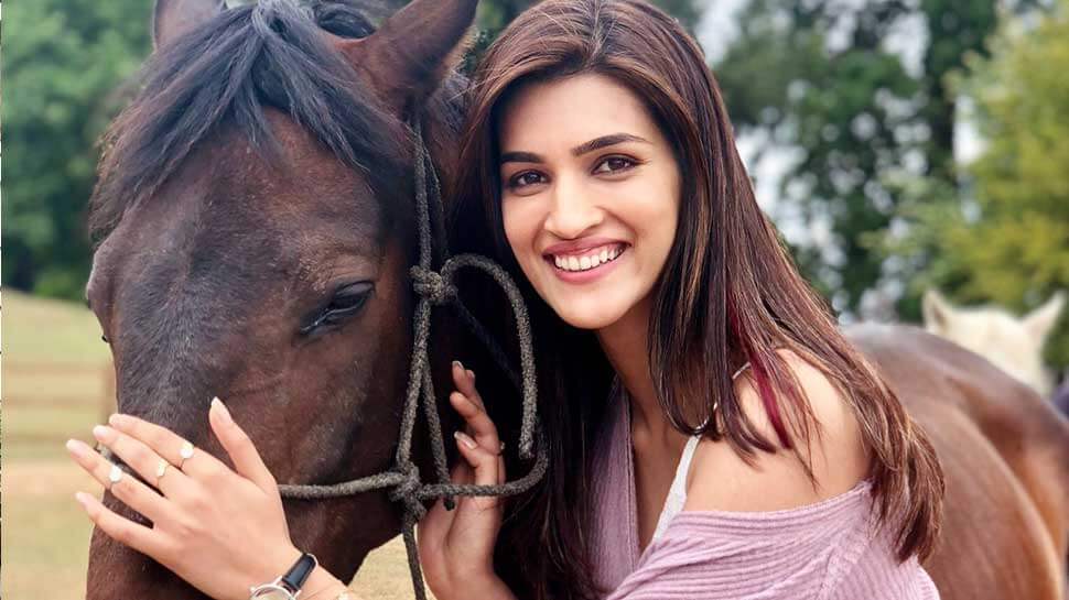 Kriti Sanon Age, Height, Photo (images), Height In Feet, Pic, Biography, Date Of Birth, Instagram, Education, Birthday, Family, Husband, On Twitter, Facebook, Net Worth, Wiki (28)