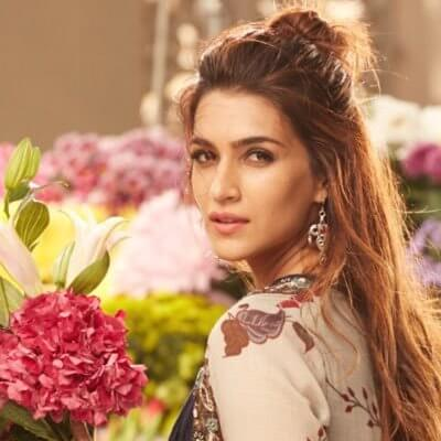 Kriti Sanon Age, Height, Photo (images), Height In Feet, Pic, Biography, Date Of Birth, Instagram, Education, Birthday, Family, Husband, On Twitter, Facebook, Net Worth, Wiki (37)
