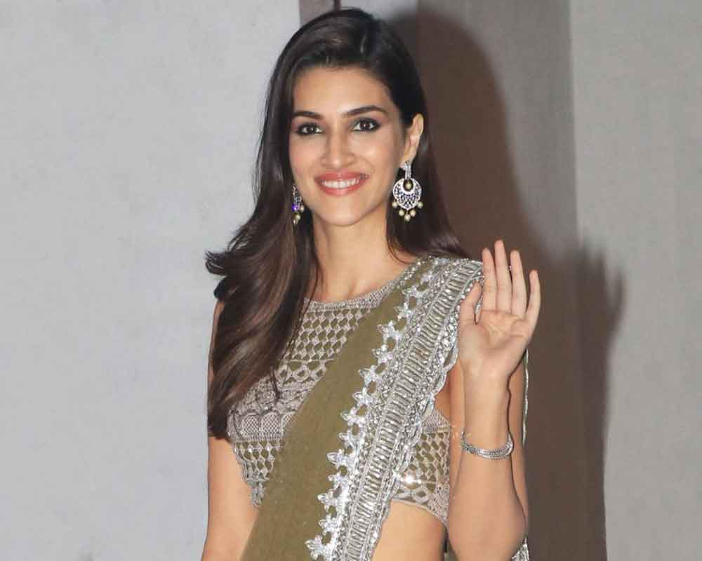 Kriti Sanon Age, Height, Photo (images), Height In Feet, Pic, Biography, Date Of Birth, Instagram, Education, Birthday, Family, Husband, On Twitter, Facebook, Net Worth, Wiki (41)