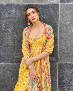 Kriti Sanon Age, Height, Photo (images), Height In Feet, Pic, Biography, Date Of Birth, Instagram, Education, Birthday, Family, Husband, On Twitter, Facebook, Net Worth, Wiki (54)