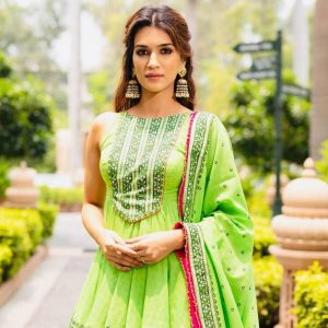 Kriti Sanon Age, Height, Photo (images), Height In Feet, Pic, Biography, Date Of Birth, Instagram, Education, Birthday, Family, Husband, On Twitter, Facebook, Net Worth, Wiki (55)