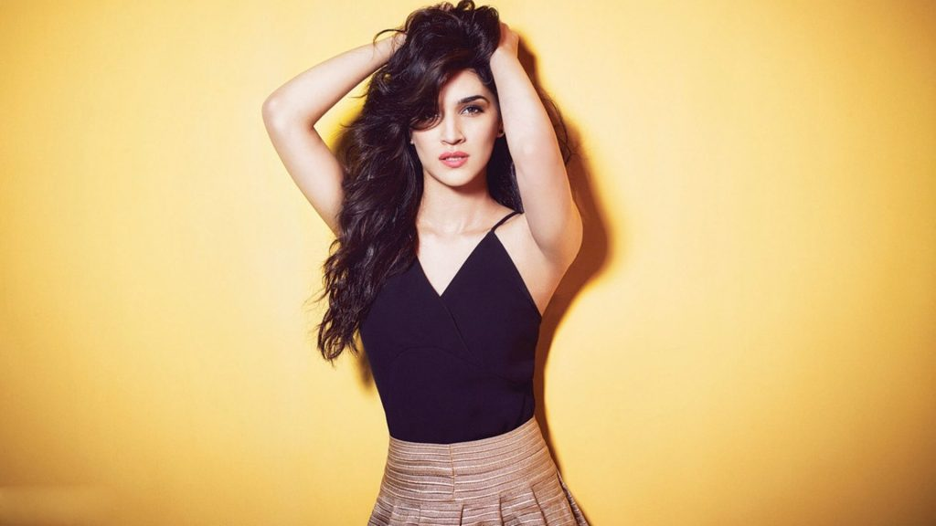 Kriti Sanon Age, Height, Photo (images), Height In Feet, Pic, Biography, Date Of Birth, Instagram, Education, Birthday, Family, Husband, On Twitter, Facebook, Net Worth, Wiki (56)