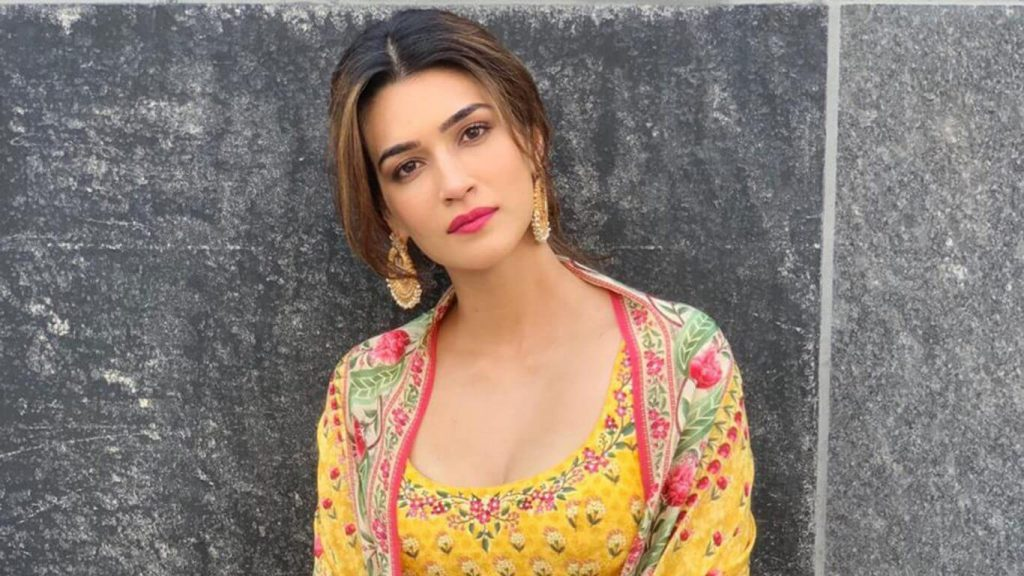 Kriti Sanon age, height, photo (images), height in feet, pic, biography, date of birth, instagram, education, birthday, family, husband, on twitter, facebook, net worth, wiki