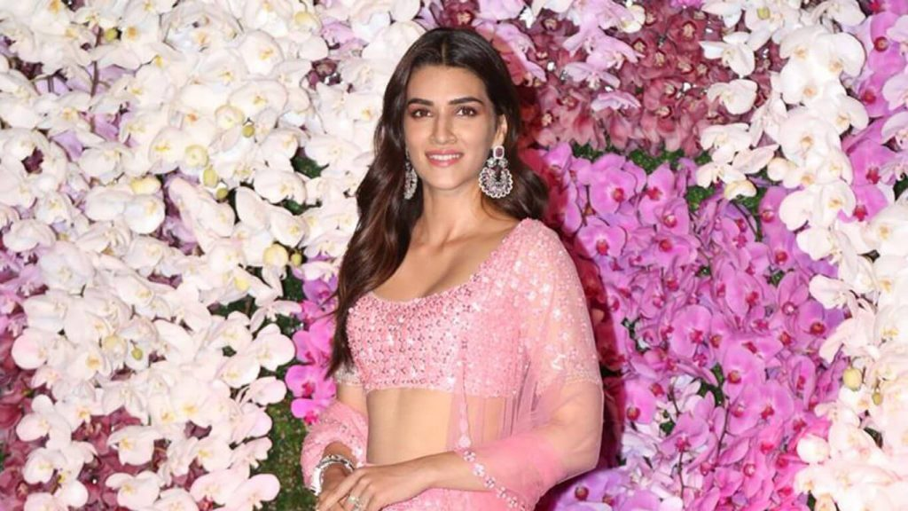 Kriti Sanon Age, Height, Photo (images), Height In Feet, Pic, Biography, Date Of Birth, Instagram, Education, Birthday, Family, Husband, On Twitter, Facebook, Net Worth, Wiki (60)