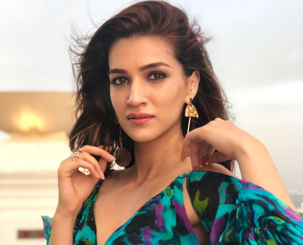Kriti Sanon Age, Height, Photo (images), Height In Feet, Pic, Biography, Date Of Birth, Instagram, Education, Birthday, Family, Husband, On Twitter, Facebook, Net Worth, Wiki (7)