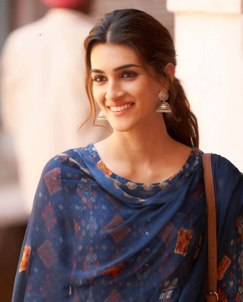 Kriti Sanon Age, Height, Photo (images), Height In Feet, Pic, Biography, Date Of Birth, Instagram, Education, Birthday, Family, Husband, On Twitter, Facebook, Net Worth, Wiki (8)