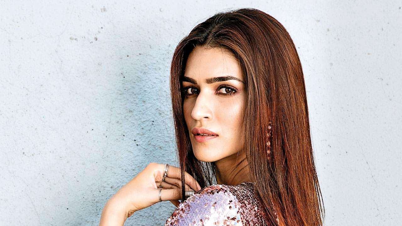 Kriti Sanon Age, Height, Photo (images), Height In Feet, Pic, Biography, Date Of Birth, Instagram, Education, Birthday, Family, Husband, On Twitter, Facebook, Net Worth, Wiki (9)
