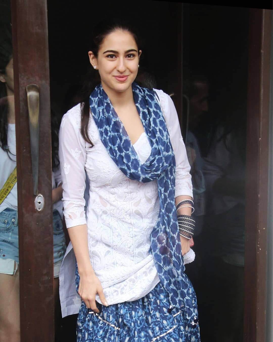 Sara Ali Khan Education, Birthday, Family, Boyfriend, Biography, Old Pictures, Weight Loss, Father, Age, Mother, Height, Image, Photo, Pic, Before, Instagram, Wiki (22)