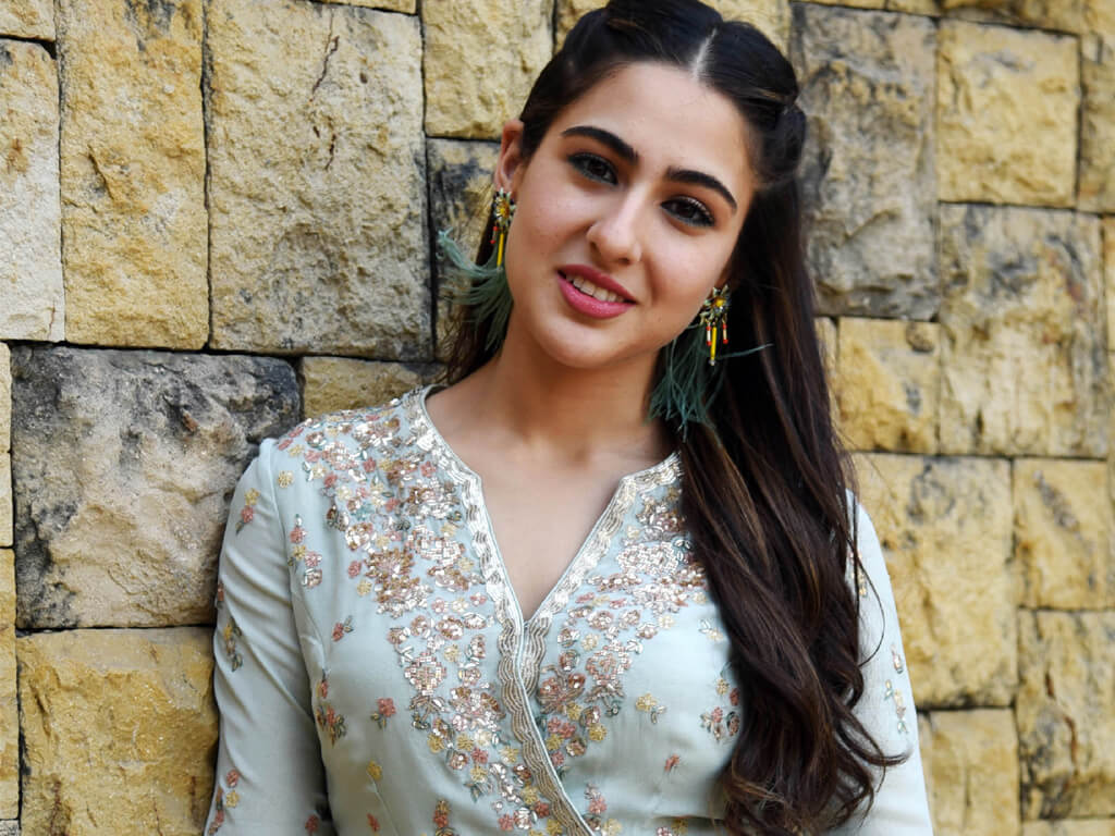 Sara Ali Khan Education, Birthday, Family, Boyfriend, Biography, Old Pictures, Weight Loss, Father, Age, Mother, Height, Image, Photo, Pic, Before, Instagram, Wiki (3)
