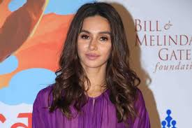 Shibani Dandekar Date Of Birth, Net Worth, Husband, Height, Images(photos), Details, Age, Biography, Birthplace, Wiki, Instagram, Facebook, Twitter, Imdb, Website (45)