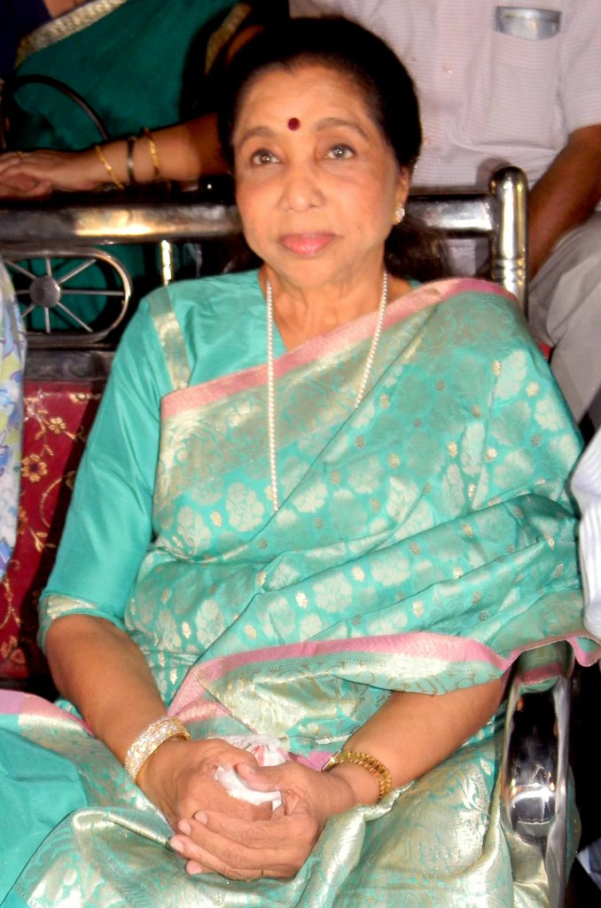 Asha Bhosle Date Of Birth, Age, Net Worth, Husband, Sister, Biography, Daughter, Family, Images(photos), Children, Height, Awards, Wiki, Twitter, Education, Instagram, Facebook, Imdb, Youtube, W ( (10)