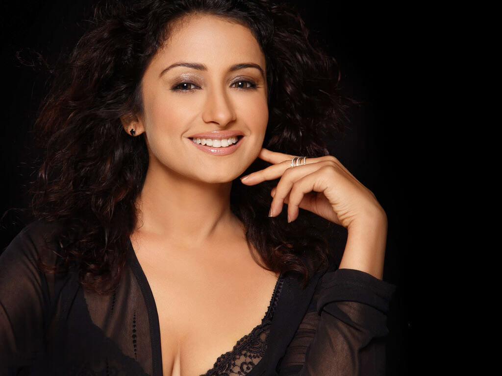 Divya Dutta Age, Height, Photos, Date Of Birth, Daughter, Net Worth, Biography, Husband, Instagram, Wiki, Facebook, Twitter, Imdb, Youtube, Website, Awards (32)