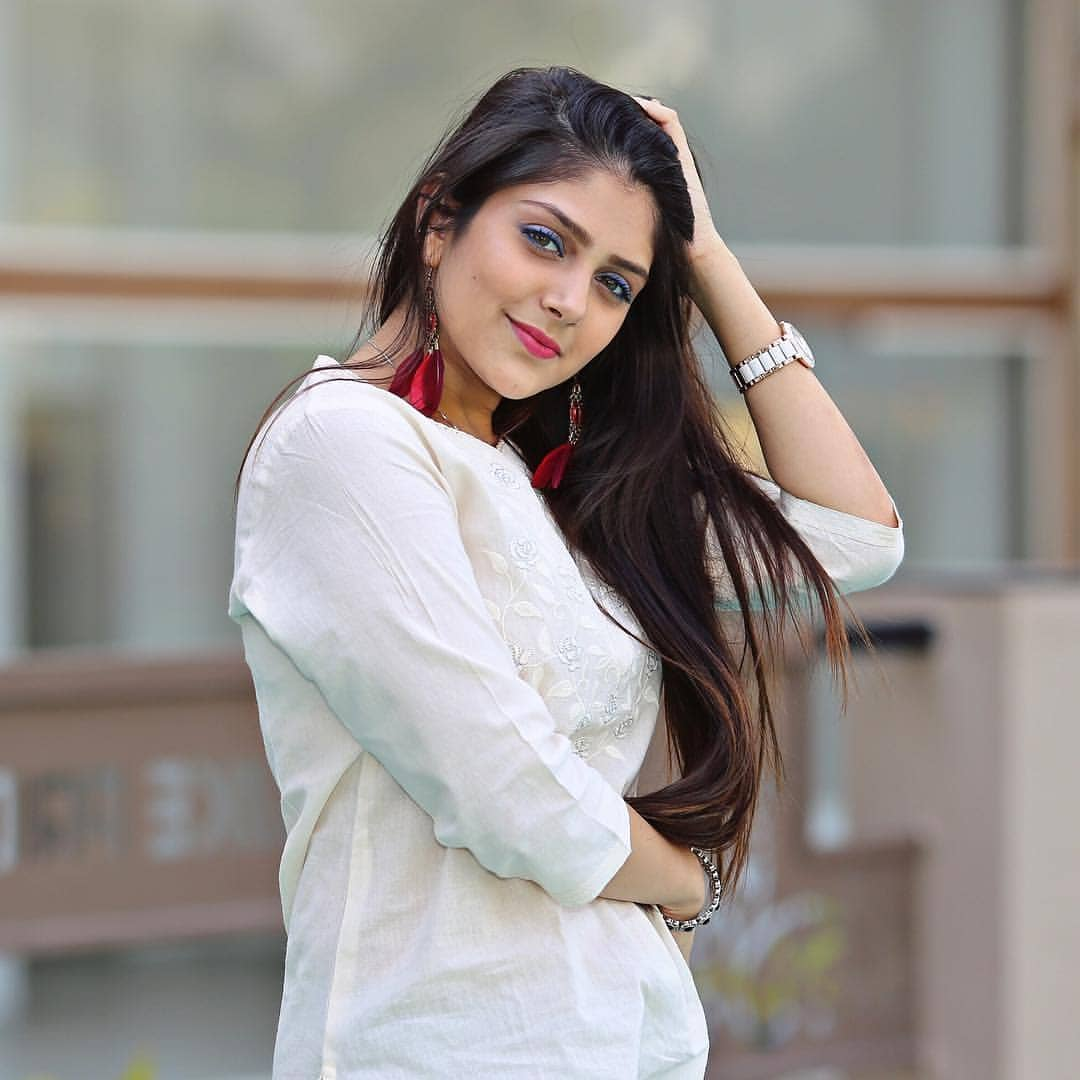 Ishita Chauhan Age, Family, Photos(images), Biography, Parents, Education, Birthday,net Worth, Height, Boyfriend, Instagram, Wiki, Twitter, Facebook, Imdb (15)