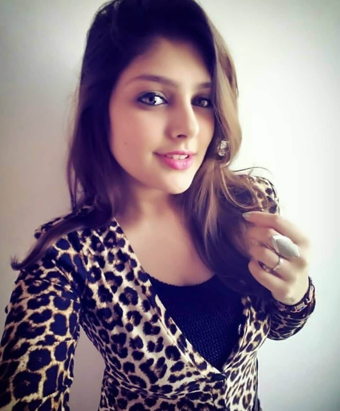 Ishita Chauhan Age, Family, Photos(images), Biography, Parents, Education, Birthday,net Worth, Height, Boyfriend, Instagram, Wiki, Twitter, Facebook, Imdb (16)