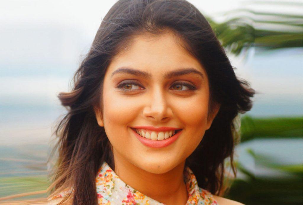 Ishita Chauhan age, family, photos(images), biography, parents, education, birthday,net worth, height, boyfriend, instagram, wiki, twitter, facebook, imdb