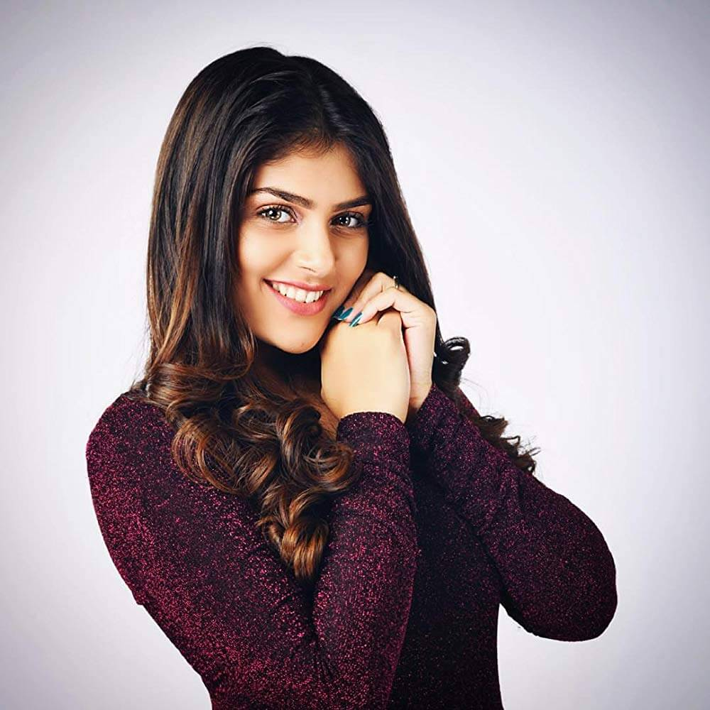 Ishita Chauhan Age, Family, Photos(images), Biography, Parents, Education, Birthday,net Worth, Height, Boyfriend, Instagram, Wiki, Twitter, Facebook, Imdb (41)