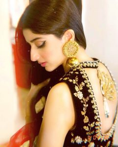 Mawra Hocane Age, Husband, Images(pic), Biography, Education, Height, Sister, Birthday, Family, , Net Worth, Instagram, Twitter, Wiki, Facebook, Imdb (2)