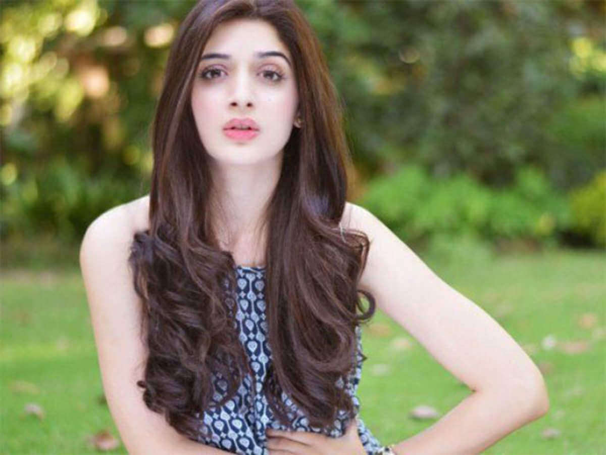 Mawra Hocane Age, Husband, Images(pic), Biography, Education, Height, Sister, Birthday, Family, , Net Worth, Instagram, Twitter, Wiki, Facebook, Imdb (26)