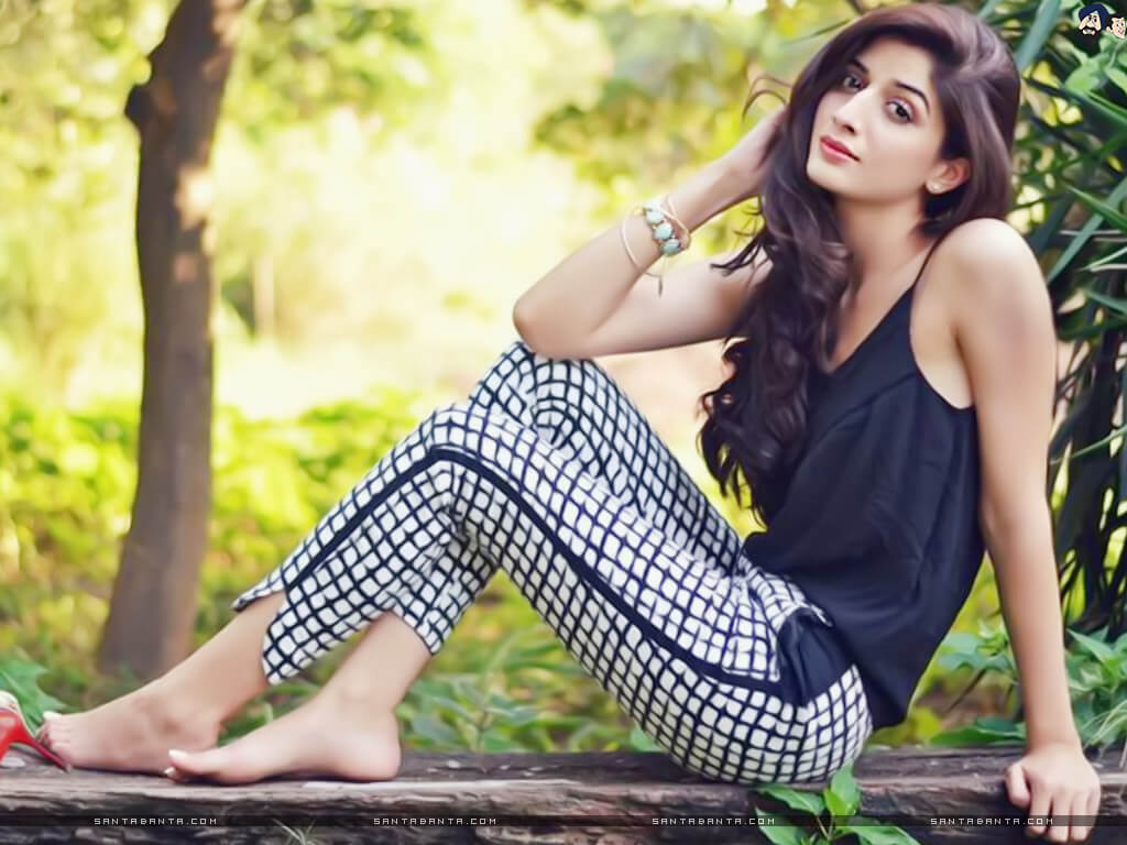 Mawra Hocane Age, Husband, Images(pic), Biography, Education, Height, Sister, Birthday, Family, , Net Worth, Instagram, Twitter, Wiki, Facebook, Imdb (44)