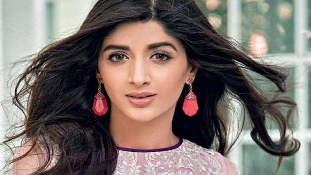 Mawra Hocane Age, Husband, Images(pic), Biography, Education, Height, Sister, Birthday, Family, , Net Worth, Instagram, Twitter, Wiki, Facebook, Imdb (51)