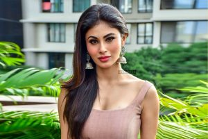 Mouni Roy Age, Photo(images), Boyfriend, Bio, Height, Family, Date Of Birth, Net Worth, Details, Hairstyle, Height, Education, Instagram, Wiki, Twitter, Facebook, Imdb, Youtube (12)