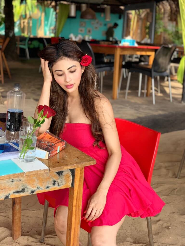 Mouni Roy Age, Photo(images), Boyfriend, Bio, Height, Family, Date Of Birth, Net Worth, Details, Hairstyle, Height, Education, Instagram, Wiki, Twitter, Facebook, Imdb, Youtube (40)