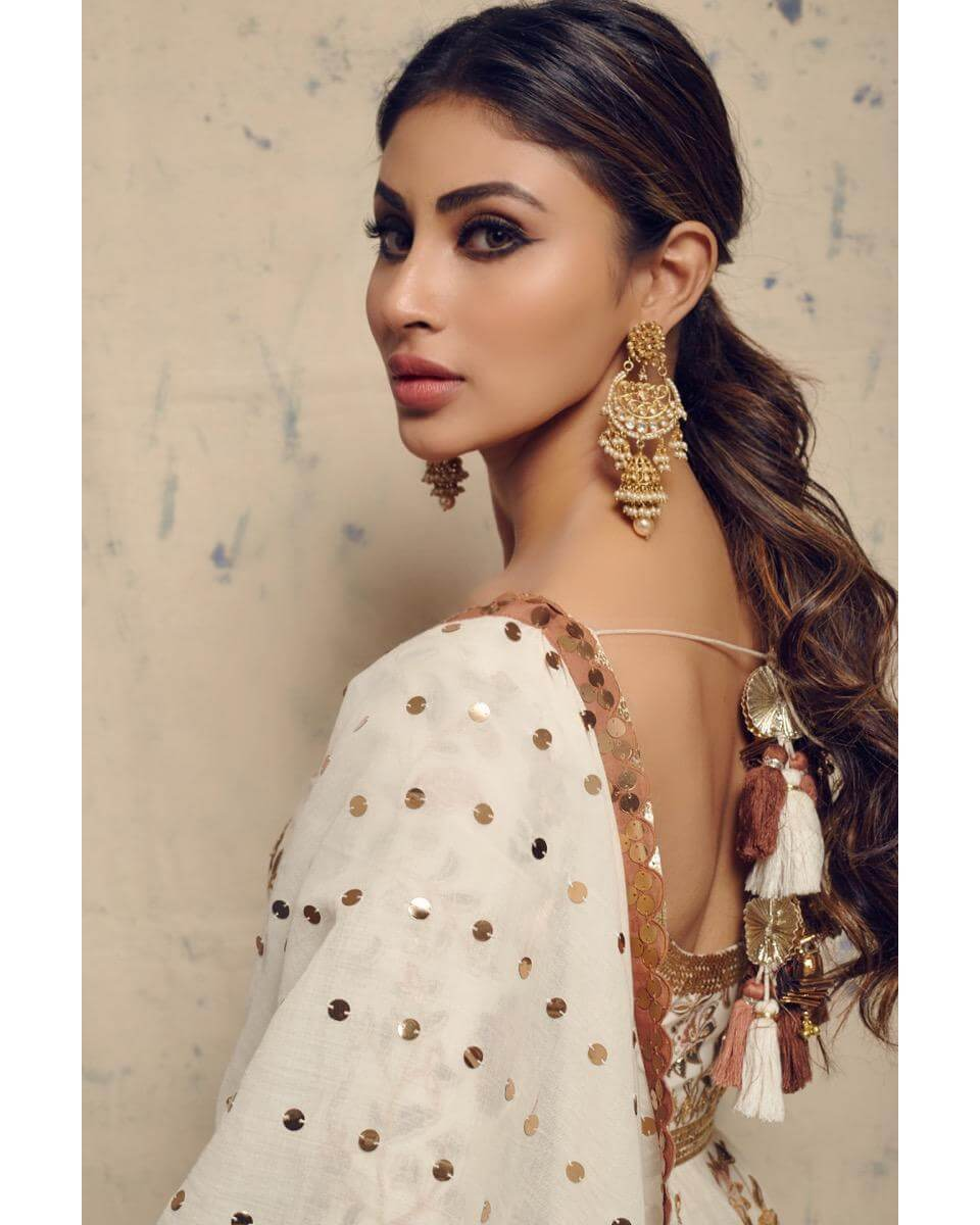 Mouni Roy Age, Photo(images), Boyfriend, Bio, Height, Family, Date Of Birth, Net Worth, Details, Hairstyle, Height, Education, Instagram, Wiki, Twitter, Facebook, Imdb, Youtube (49)