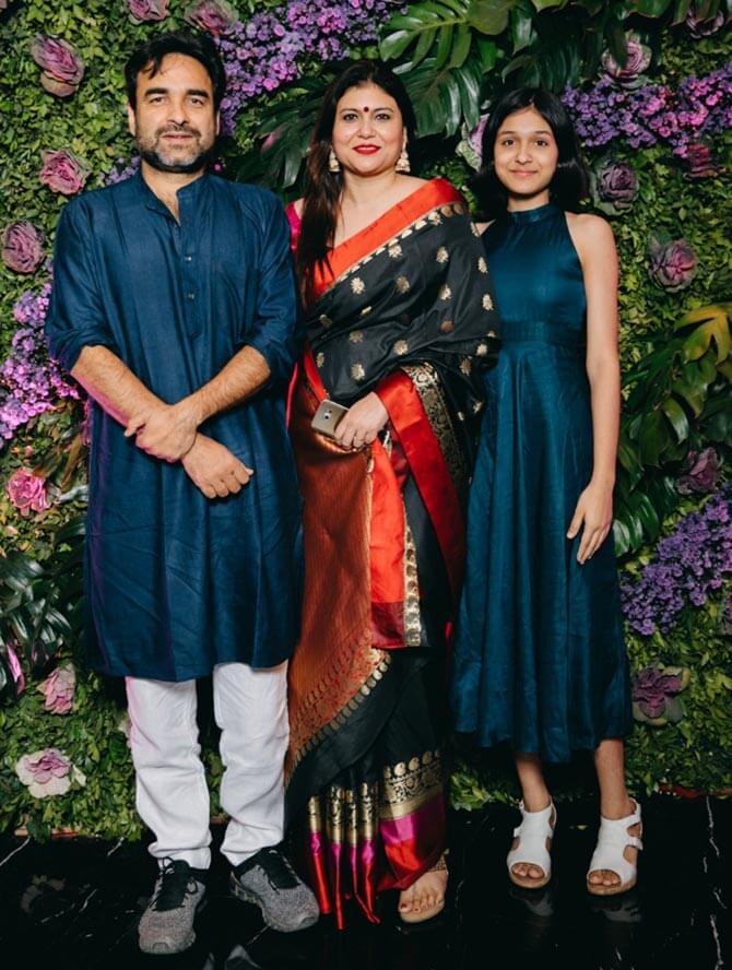 Pankaj Tripathi Net Worth, Date Of Birth, Age, Wife, Height, Family, Education, Wiki, Hometown, Biography, Images(photos), Twitter, Imdb, Facebook (1)