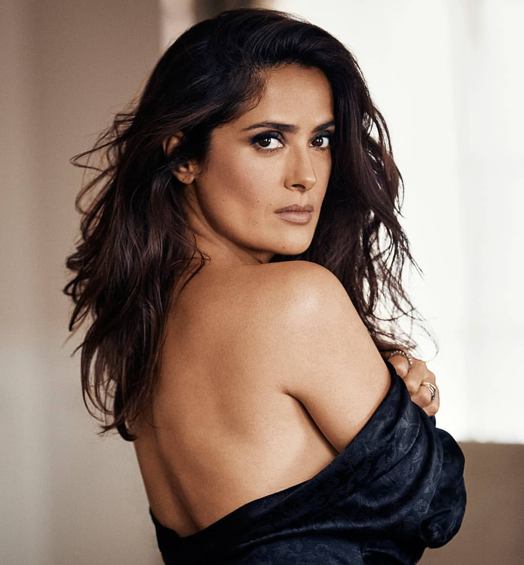 Salma Hayek Net Worth, Age, Husband, Height, Family, Images(photos), Daughter, Education, Birthday, Biography, Instagram, Residence, Birthplace, Wiki, Twitter, Facebook, Imdb, Youtube (17)