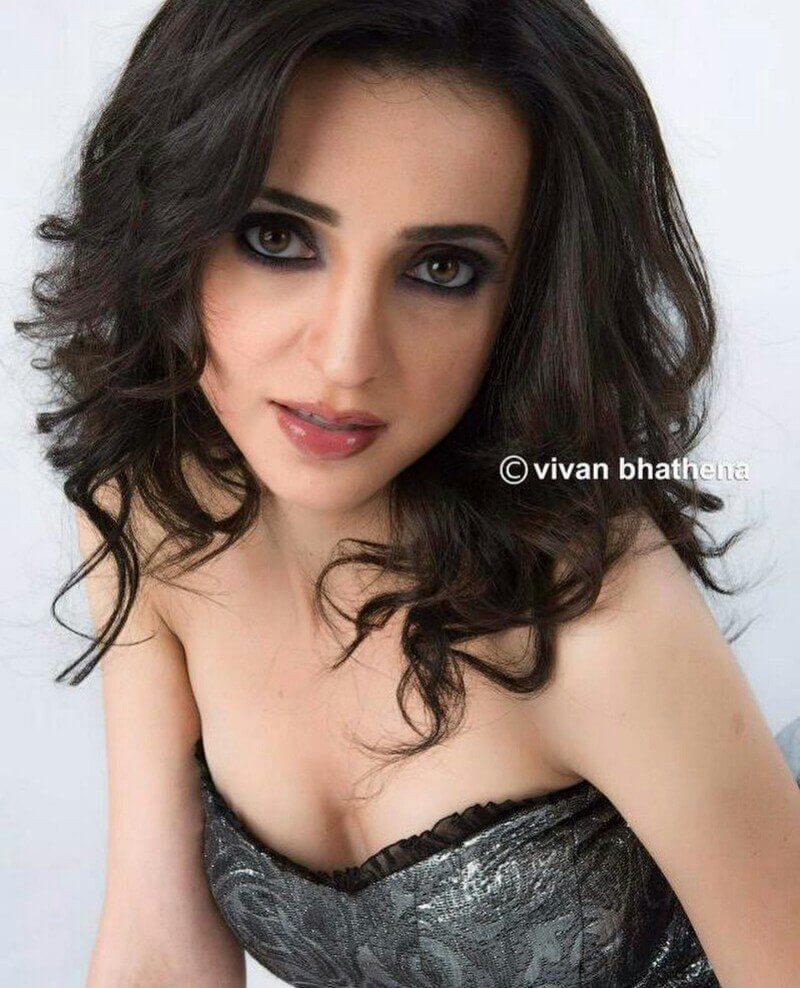 Sanaya Irani Date Of Birth, Husband, Height, Biography, Images(photos), Family, Son, Marriage, Net Worth, Awards, Education, Instagram, Twitter, Wiki, Facebook, Youtube, Imdb (26)