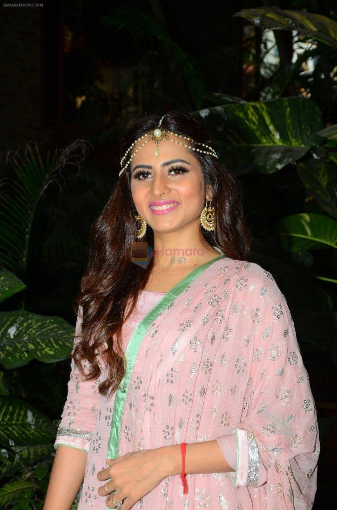 Sargun Mehta Dubey Date Of Birth, Biography, Age, Husband, Family, Height, Images(photos), Wiki, Instagram, Education, Imdb, Facebook, Twitter, Awards (18)