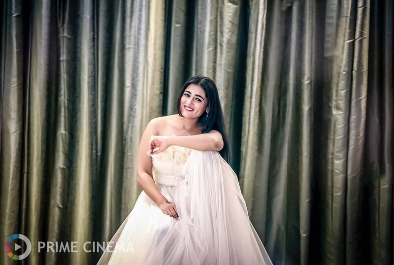 Shalini Pandey Height, Biography, Birthday, Family, Age, Details, Picture(image), Father, Date Of Birth, Boyfriend, Sister, Net Worth, Instagram, Twitter, Wiki, Facebook, Imdb (1)
