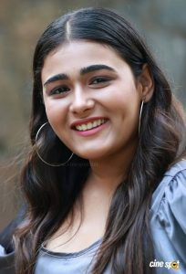 Shalini Pandey Height, Biography, Birthday, Family, Age, Details, Picture(image), Father, Date Of Birth, Boyfriend, Sister, Net Worth, Instagram, Twitter, Wiki, Facebook, Imdb (20)