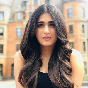 Shalini Pandey Height, Biography, Birthday, Family, Age, Details, Picture(image), Father, Date Of Birth, Boyfriend, Sister, Net Worth, Instagram, Twitter, Wiki, Facebook, Imdb (22)