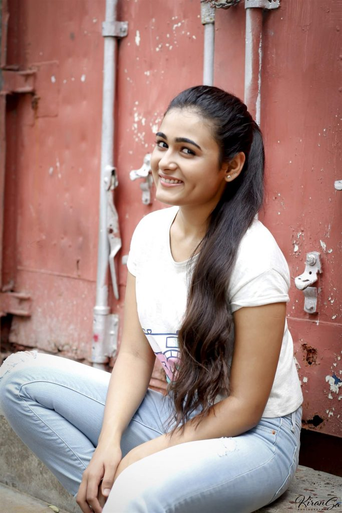 Shalini Pandey Height, Biography, Birthday, Family, Age, Details, Picture(image), Father, Date Of Birth, Boyfriend, Sister, Net Worth, Instagram, Twitter, Wiki, Facebook, Imdb (27)
