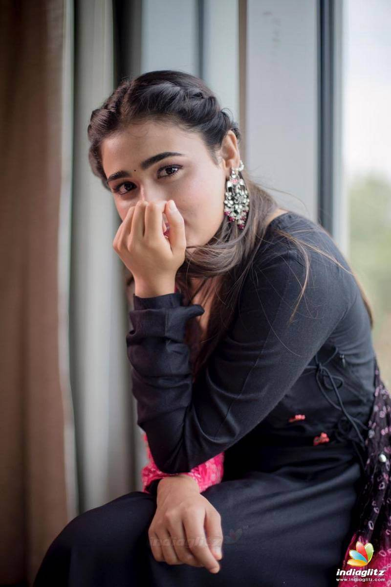 Shalini Pandey Height, Biography, Birthday, Family, Age, Details, Picture(image), Father, Date Of Birth, Boyfriend, Sister, Net Worth, Instagram, Twitter, Wiki, Facebook, Imdb (29)