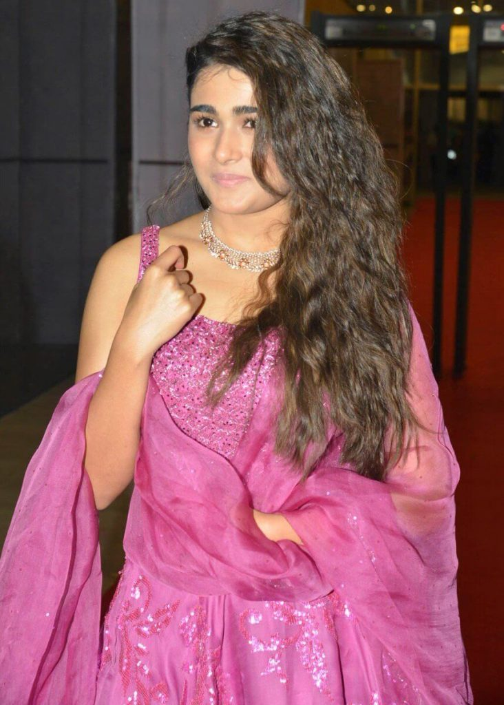 Shalini Pandey Height, Biography, Birthday, Family, Age, Details, Picture(image), Father, Date Of Birth, Boyfriend, Sister, Net Worth, Instagram, Twitter, Wiki, Facebook, Imdb (36)