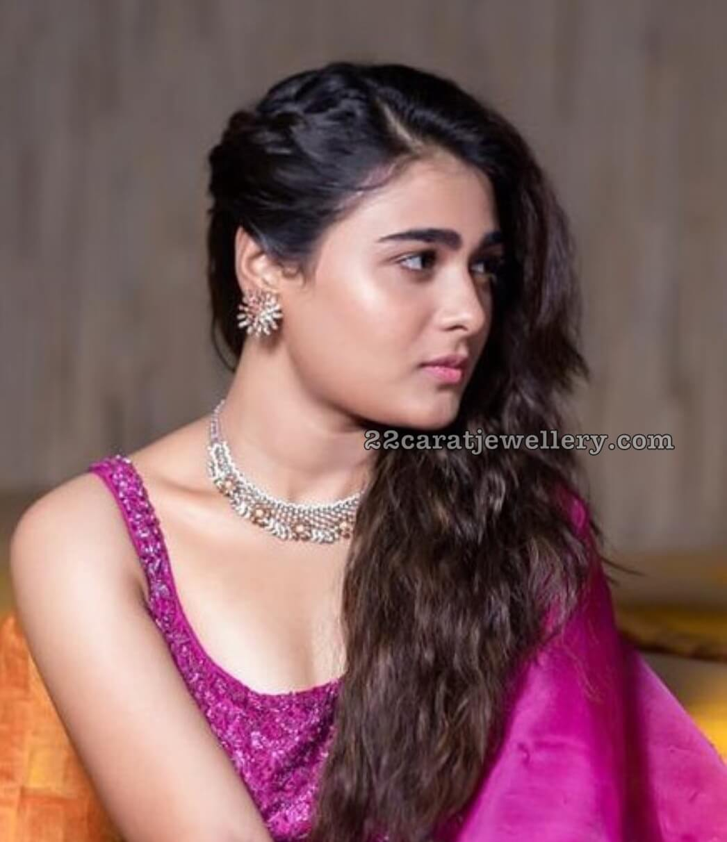 Shalini Pandey Height, Biography, Birthday, Family, Age, Details, Picture(image), Father, Date Of Birth, Boyfriend, Sister, Net Worth, Instagram, Twitter, Wiki, Facebook, Imdb (39)