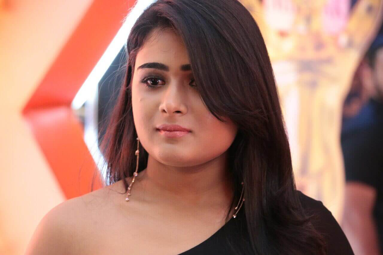 Shalini Pandey Height, Biography, Birthday, Family, Age, Details, Picture(image), Father, Date Of Birth, Boyfriend, Sister, Net Worth, Instagram, Twitter, Wiki, Facebook, Imdb (44)