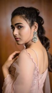 Shalini Pandey Height, Biography, Birthday, Family, Age, Details, Picture(image), Father, Date Of Birth, Boyfriend, Sister, Net Worth, Instagram, Twitter, Wiki, Facebook, Imdb (45)