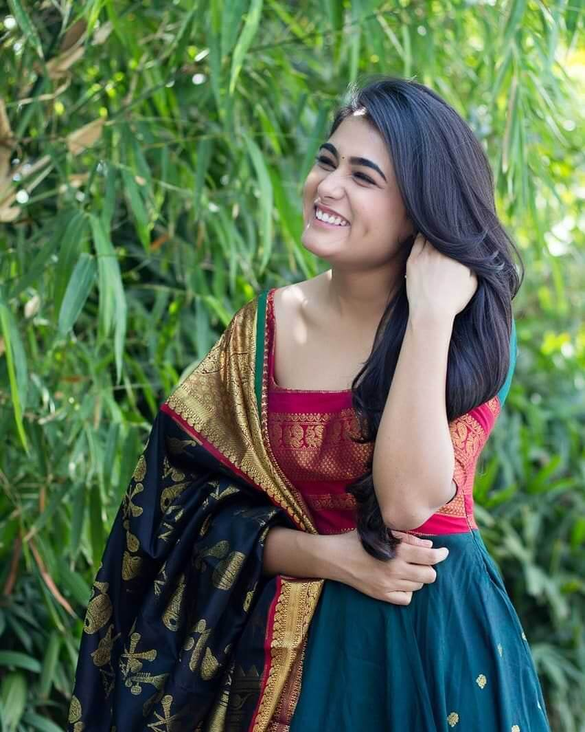 Shalini Pandey Height, Biography, Birthday, Family, Age, Details, Picture(image), Father, Date Of Birth, Boyfriend, Sister, Net Worth, Instagram, Twitter, Wiki, Facebook, Imdb (48)
