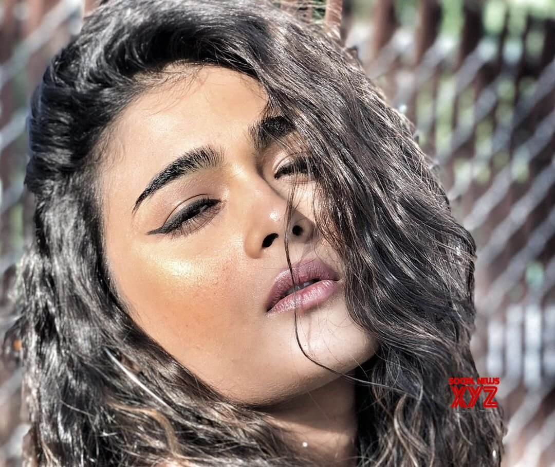 Shalini Pandey Height, Biography, Birthday, Family, Age, Details, Picture(image), Father, Date Of Birth, Boyfriend, Sister, Net Worth, Instagram, Twitter, Wiki, Facebook, Imdb (5)