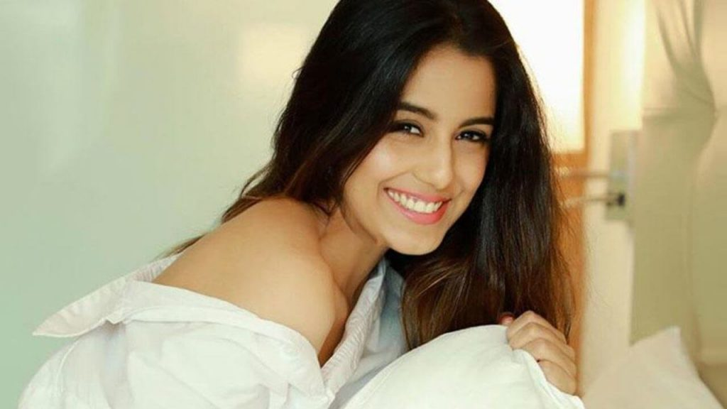 Srishty Rode Biography, Height, Husband, Age, Images(photo), Date Of Birth, Hairstyle, Education, Details, Bigg Boss, Net Worth, Twitter, Wiki, Instagram, Imdb, Youtube, Facebook (30)