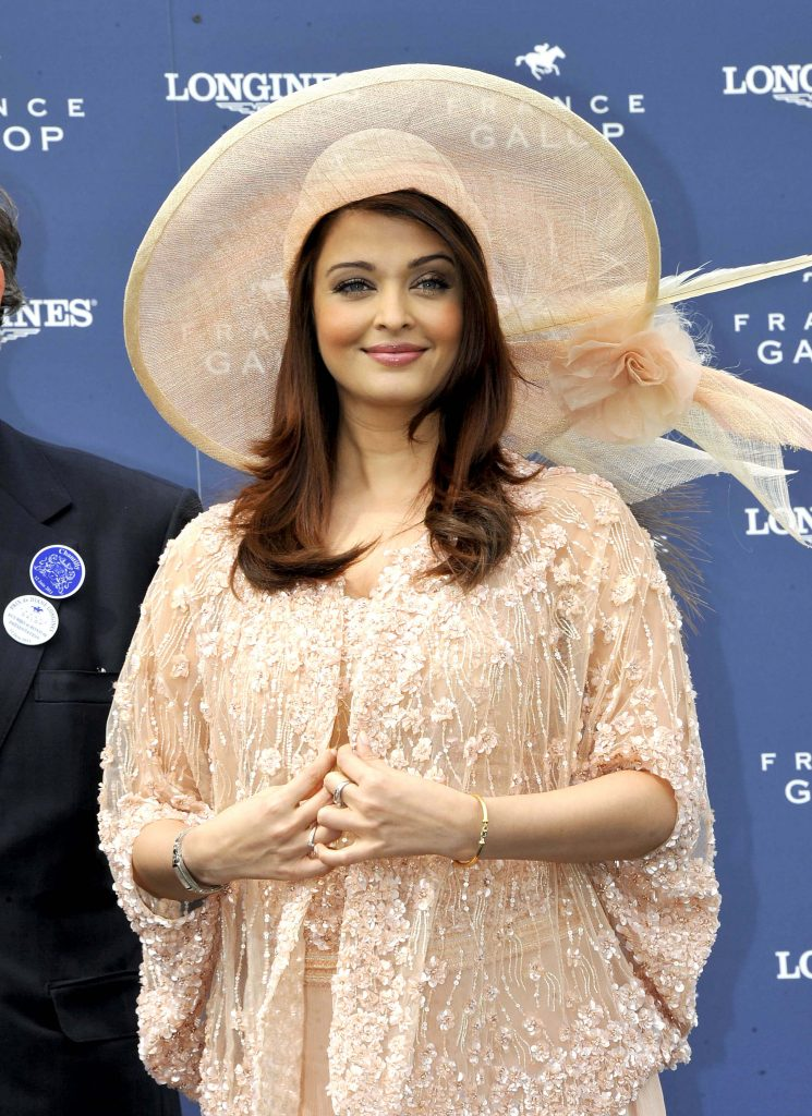 Aishwarya Rai Bachchan Photo(image), Birthdate, Height, Age, Daughter, Net Worth, Biography, Eyes, Family, Husband, Wedding, Brother, Father, History, Twitter, Instagram, Facebook, Imdb, Wiki (1 (12)