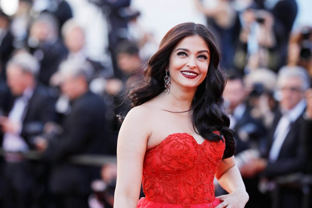 Aishwarya Rai Bachchan Photo(image), Birthdate, Height, Age, Daughter, Net Worth, Biography, Eyes, Family, Husband, Wedding, Brother, Father, History, Twitter, Instagram, Facebook, Imdb, Wiki (1 (32)