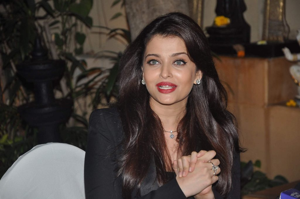 Aishwarya Rai Bachchan Photo(image), Birthdate, Height, Age, Daughter, Net Worth, Biography, Eyes, Family, Husband, Wedding, Brother, Father, History, Twitter, Instagram, Facebook, Imdb, Wiki (1 (45)