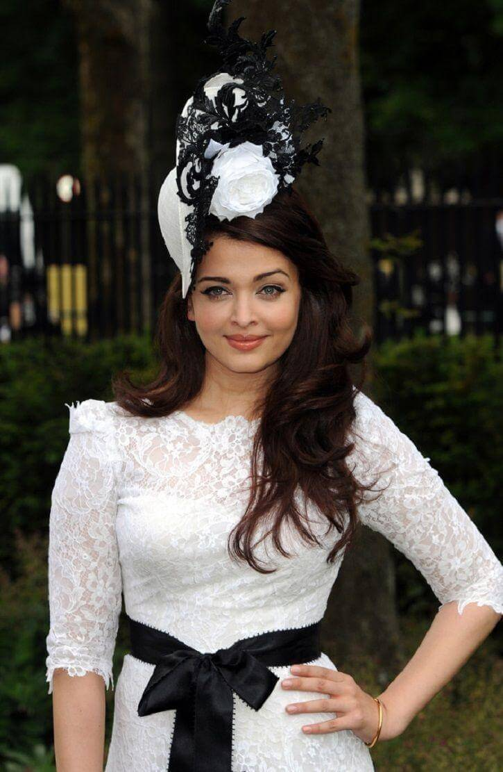 Aishwarya Rai Bachchan Photo(image), Birthdate, Height, Age, Daughter, Net Worth, Biography, Eyes, Family, Husband, Wedding, Brother, Father, History, Twitter, Instagram, Facebook, Imdb, Wiki (1 (65)